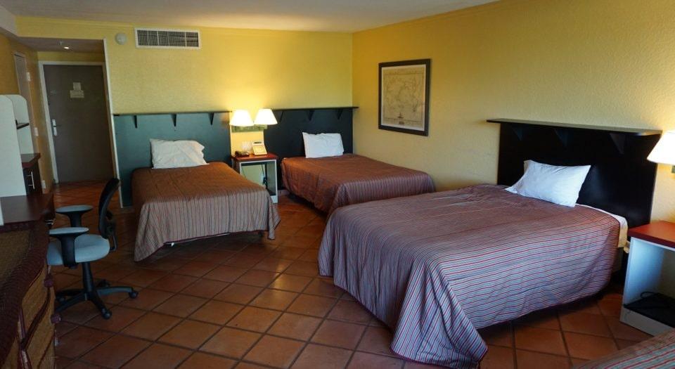 Rooming1 - www.ClubMedAcademies.com